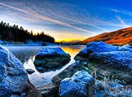 蓝色调的山水风景高清壁纸