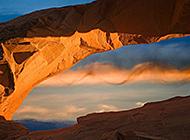 高耸入云山岩石壮丽景色图片