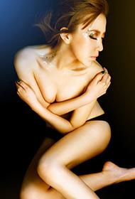 半裸美女大胆人体艺术照欣赏