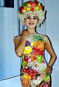 性感模特诱人的水果人体彩绘艺术欣赏
