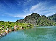新疆天池山水相连风景图片