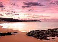 唯美梦幻的粉红色湖泊高清图片
