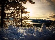 唯美意境湖泊冬日雪景美图欣赏