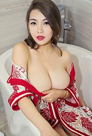 大胸美女浴室大胆丰满人体艺术私房照