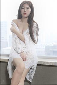 白纱美女临窗私房写真