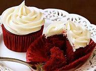 美味可口的巧克力和红丝绒蛋糕