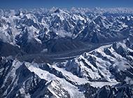 高山重岩叠嶂白雪覆盖唯美雪景