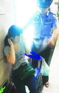 一女子地铁内晕倒 醒来后说是被香水熏晕(图)