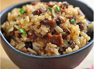 特色主食图片香菇肉丁炒饭做法