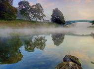 雾中美丽温柔的世界风景图片