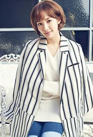 韩国气质美女朴敏英迷人笑容写真