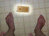 无节操恶搞爆笑趣图之捡手机