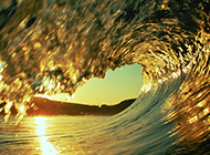 清晨海边风景海浪滔天的梦幻唯美图片