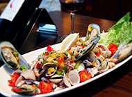 新鲜美味的海鲜沙拉图片
