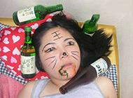 女生化妆恶搞图片之醉酒后