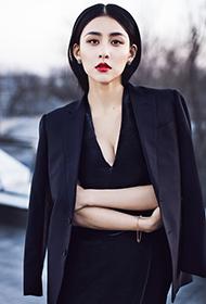 贾青黑色套装冷艳OL女郎气质