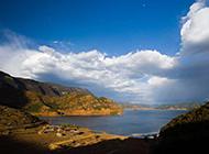 泸沽湖高山湖泊风景摄影图片