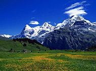 迷人的蓝天白云与山脉精美壁纸