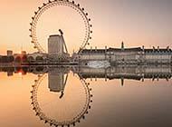 美丽夕阳下的伦敦建筑高清桌面壁纸