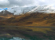 西藏吉隆沟冬天山谷风景图片