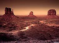 人迹罕至的沙漠戈壁风光高清桌面壁纸