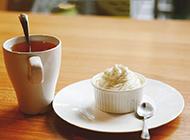 午后小点心冰淇淋配红茶