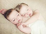 可爱天使宝贝熟睡亲吻精选图片