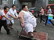恶搞系列图片之胖子的待遇