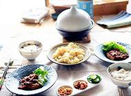 简单又好吃的红烩鸡翅干贝菜花皮蛋瘦肉粥