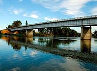 唯美桥梁湖畔高清风景壁纸