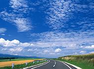 大自然唯美公路蜿蜒而上桌面壁纸