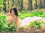 花丛中的小萝莉唯美图片