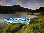 青山环绕绿湖梦境美景图片