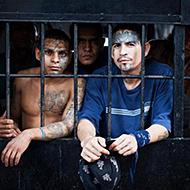 全球最牛犯人统治监狱 血腥事件不断狱警不敢管