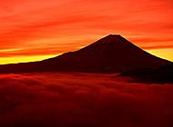 日本第一高峰富士山远景图片