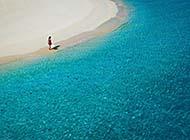 碧波金色沙滩唯美风景图片
