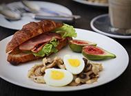 鸡蛋面包果腹早餐营养又好吃