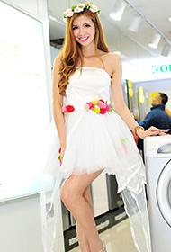 甜美模特白色衣裙迷人美拍