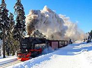 冬天风雪中行驶的火车精美壁纸