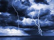 海上震撼闪电图片壁纸