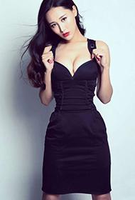 内地女星杜十五紧身黑裙火辣身材秀
