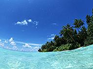 海滨水天相接唯美风景图片
