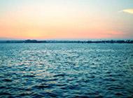碧波汹涌的迷人海景精美壁纸