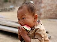 孩子 你吃西瓜别这么狰狞