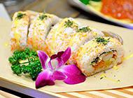 口味鲜美的日本海鲜寿司饭团