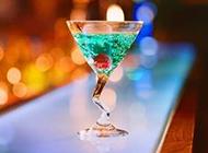 颜色缤纷的鸡尾酒饮料图片
