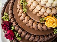香甜滑腻的玫瑰花巧克力蛋糕图片