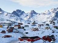 云雾中的冰山雪景高清图片