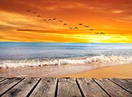 夕阳下汹涌海浪唯美意境海边风景图片