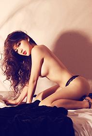 美女烈焰红唇大胆人体艺术图片